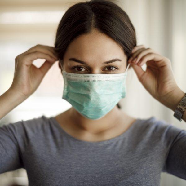 wearing-mask-dentist